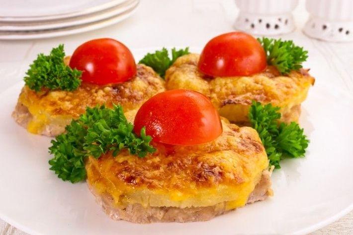 Свинина, запеченная с ананасом и сыром: рецепты приготовления