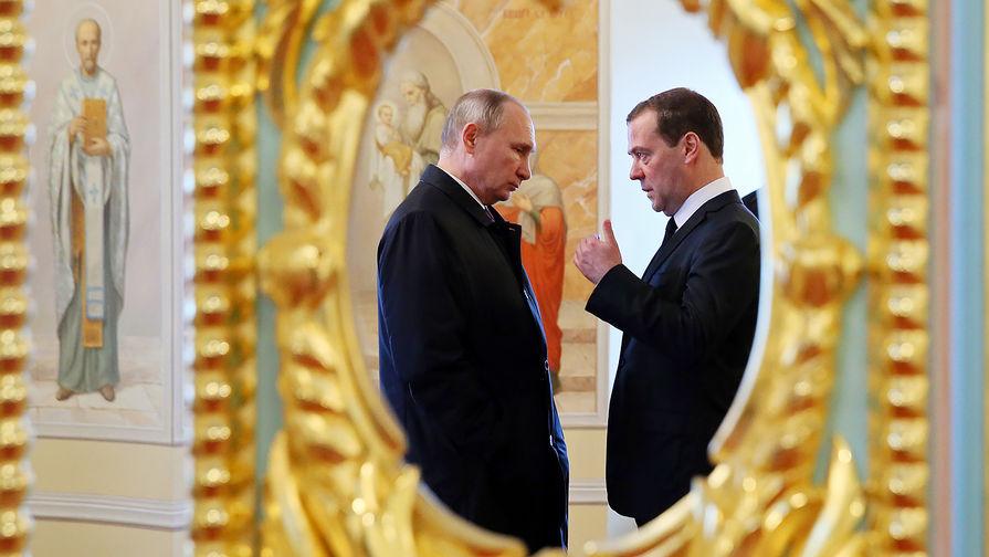 """""""Старый друг лучше новых двух"""": Медведев пойдет на второй срок"""