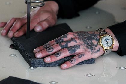 Зэка с татуировкой свастики на груди наказали за демонстрацию нацсимволики