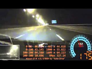 На скорости 327 км/ч лопнула шина