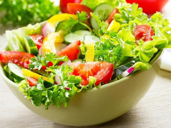 Лёгкий салат с сырно-горчичной заправкой