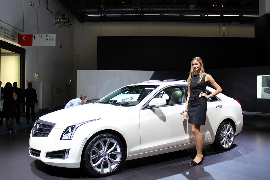12 Девушки франкфуртского автосалона 2013