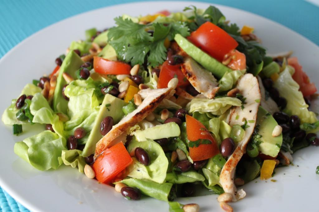Салат из куры-гриль: варианты рецептов, ингредиенты и порядок приготовления