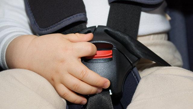 Верховный суд напомнил ГИБДД, что детей можно возить без автокресла