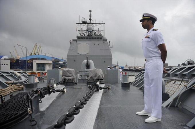 """Капитан эсминца ВМС США """"Дональд Кук"""" покончил жизнь самоубийством"""