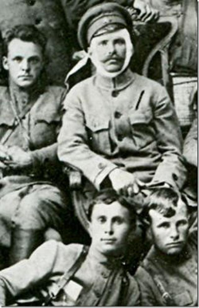 Бравый Василий Иванович Чапаев с Дм. Фурмановым и Петькой. 1919-й год