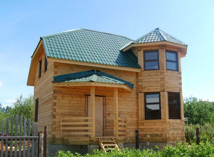 Эркер в деревянном доме.