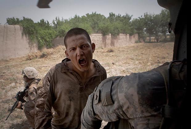Эвакуация американского морпеха Блаза Тревино, раненного в живот во время операции в Сангине, июнь 2011 года