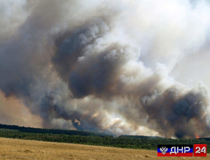 Войска Порошенко обстреляли Зайцево, горит поле и дома