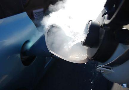 Что будет, если заправить машину жидким азотом? Вы удивитесь ответу!