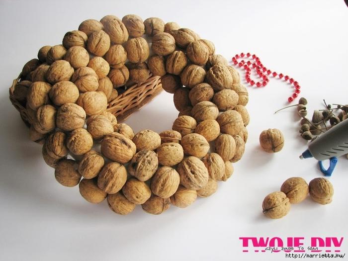 рождественский венок из грецких орехов (3) (700x525, 241Kb)