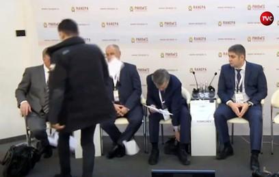 Чубайса закидали листовками на Гайдаровском форуме