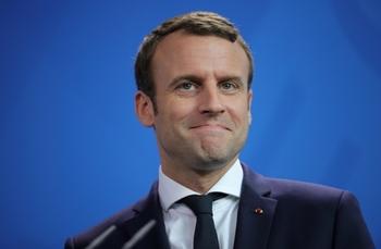 Макрон заявил о намерении начать «требовательный диалог» с Россией