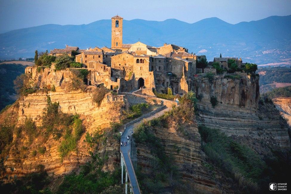 Дом в пещерах исторического городка в Италии