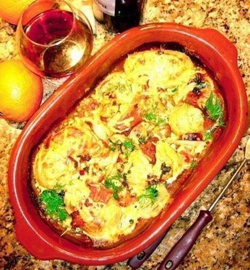Крабовый салат с морской капустой.