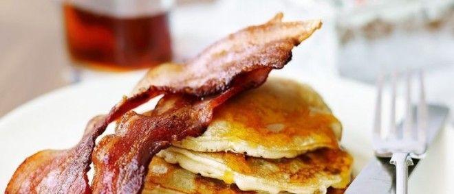 Картинки по запросу pancakes with maple syrup and bacon