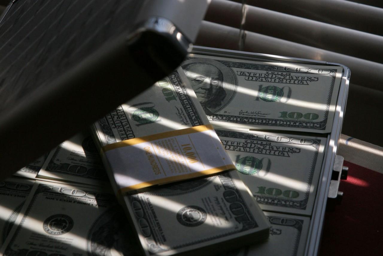 Чиновники с аппетитом. Средняя сумма взятки в России превысила 300 тысяч рублей