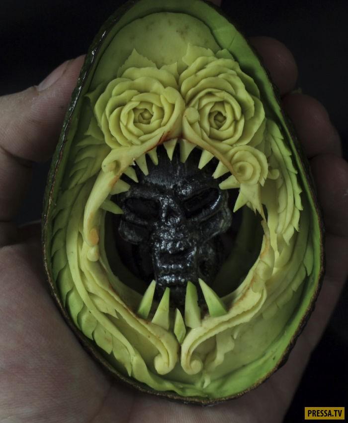 Художник показал, как превратить авокадо в ночной кошмар