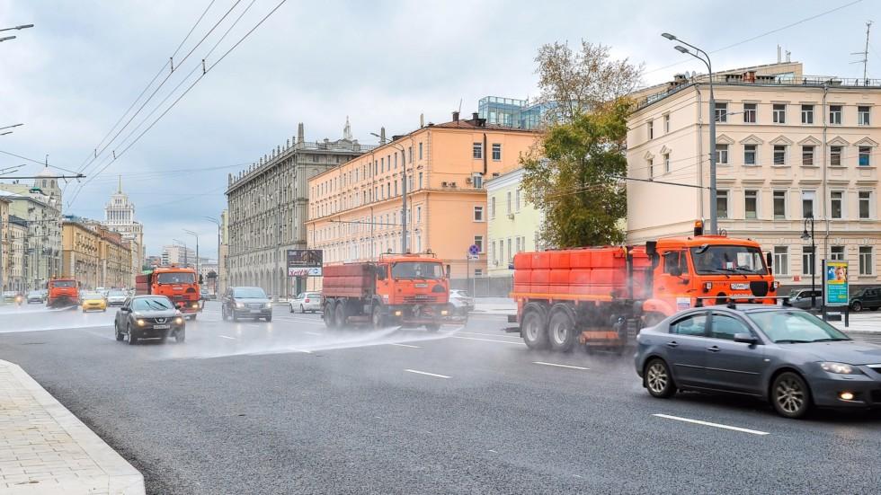 Коммунальщики помоют дороги Москвы шампунем