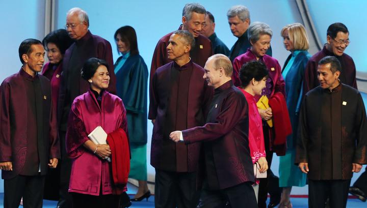 Саммит АТЭС: Путин похлопал Обаму по плечу