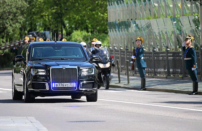Машина для президента: отечественный автопром доехал до Кремля
