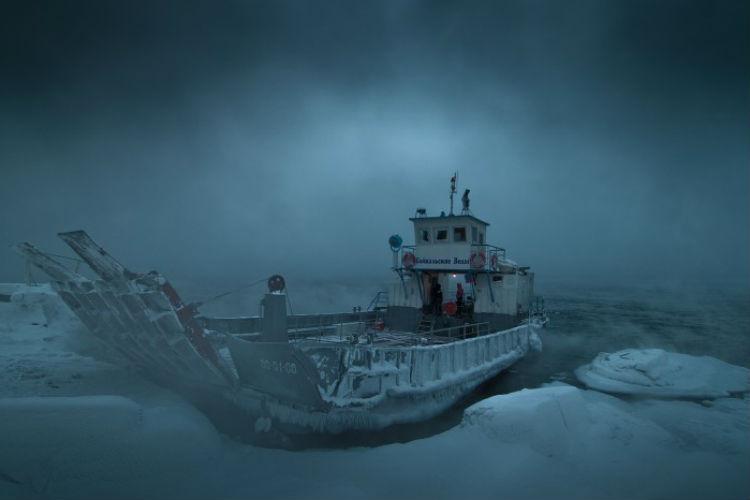 Байкальский треугольник Здесь ученые просто разводят руками: на озере и в самом деле существует аномальная зона, где отказывают электрические приборы. Собралось множество свидетельств о загадочных светящихся шарах, погружающихся прямо в воду, и моментально меняющейся погоды. Ничего из этого формальному объяснению не поддается.