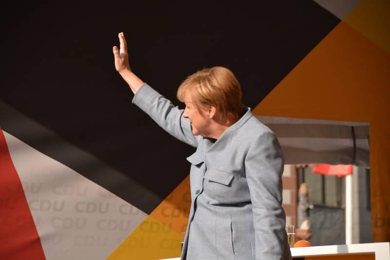 Меркель публично присягнула Порошенко