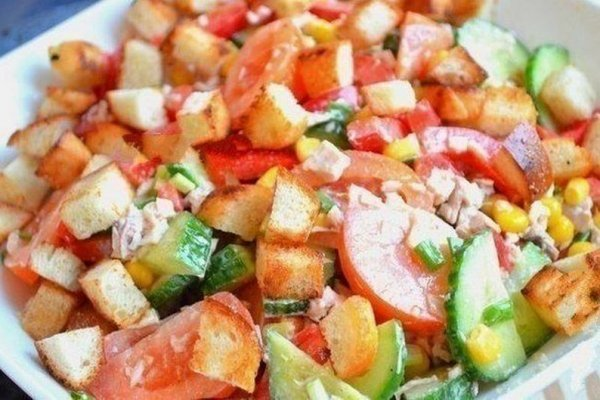 Салат из овощей с курицей и …