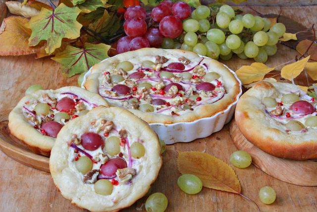 Фото к рецепту: Киш виноградаря на творожном тесте