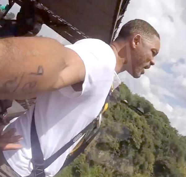 Уилл Смит спрыгнул со 100-метрового водопада и остался жив