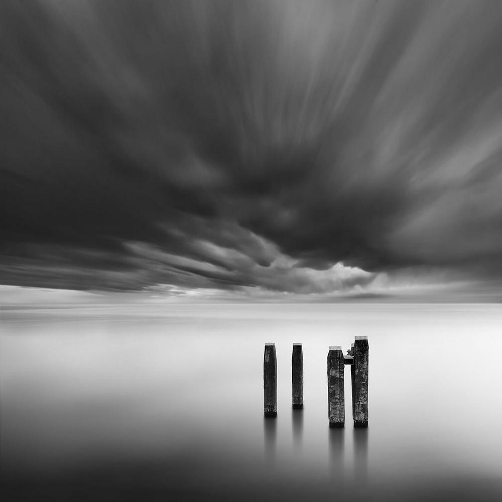 Чёрно-белые пейзажи, уходящие за пределы реальности. Фотограф Джордж Дигалакис 13