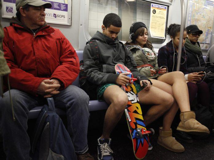 Как бабуля в метро ответила негру