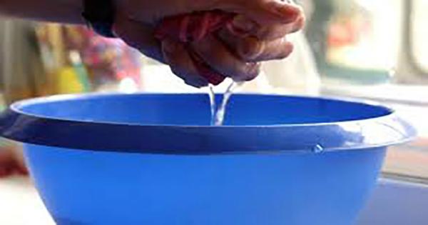 Это средство поможет тебе забыть о частом мытье окон и зеркал! Сохрани их чистоту надолго с этим раствором!