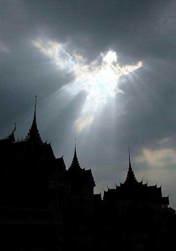 Если хотите увидеть Ангелов, чаще смотрите в небо!...