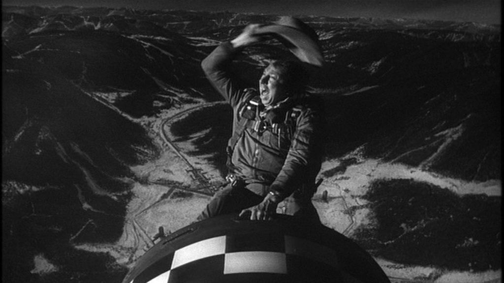 «Доктор Стрейнджлав» — блестящий пример антивоенной сатиры. Финальную сцену «Верхом на атомной бомбе» вы запомните надолго