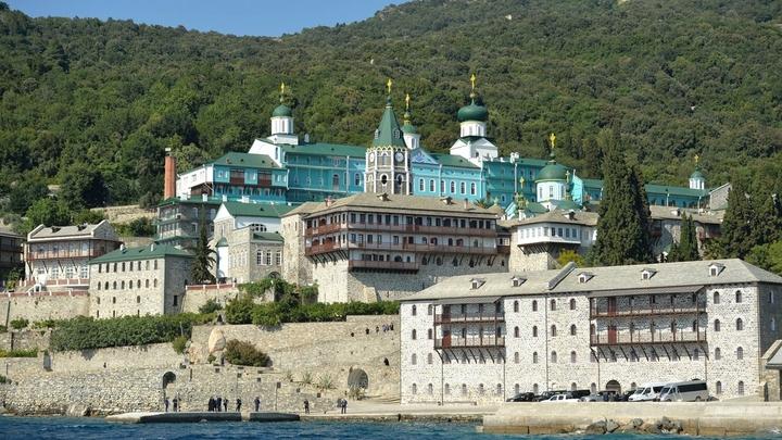 Русский монастырь на Афоне становится убежищем монахов, не поддержавших украинских раскольников