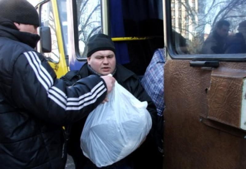Гастарбайтеров будут снимать с поезда в Польше и отправлять в АТО