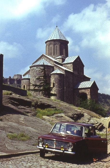 Метехский храм в честь Успения Богородицы - это единственное уцелевшее сооружение древнего замкового комплекса, резиденции грузинских царей.