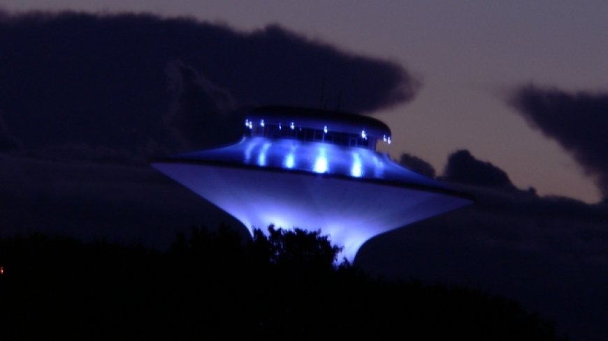 Инопланетяне изучают нас: в небе над Ставропольем замечен странный НЛО мантиевидной формы