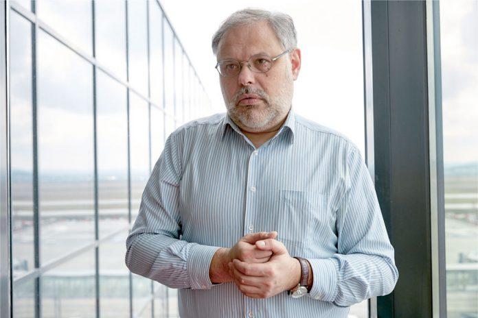Михаил Хазин: Вятрович — самый верный и надежный агент России на Украине
