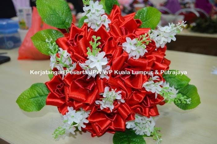 Цветы из ткани. Новые работы от Suzana Mustafa (11) (700x465, 260Kb)