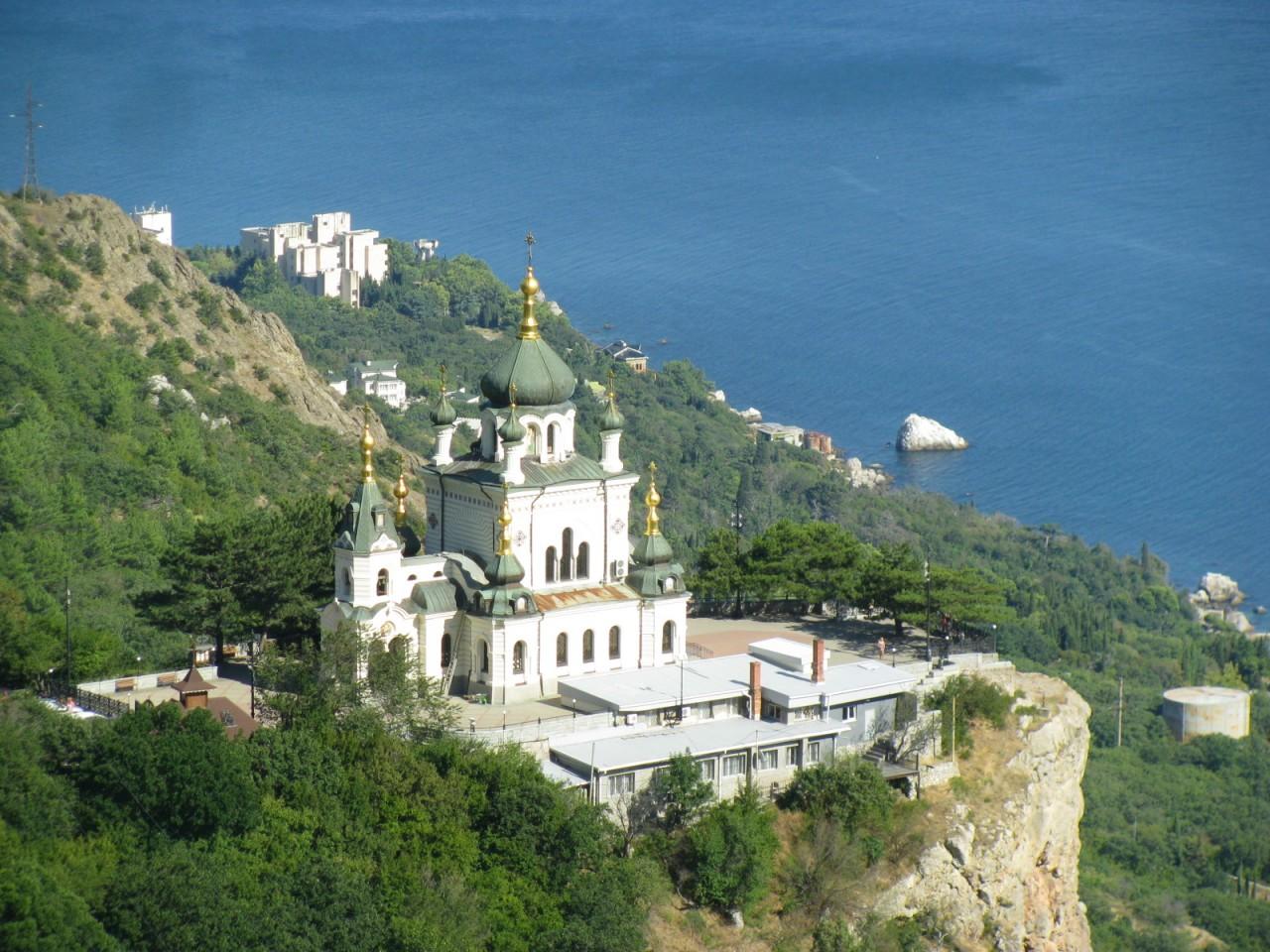 6. ...И снова Крым! Форос. Байдарские ворота. Храм Святого Архистратига Михаила в Ореанде.