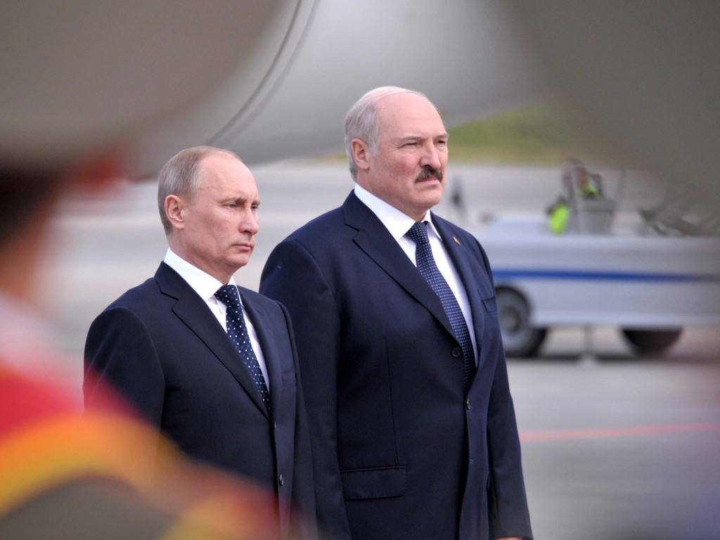 Путин и Лукашенко удивили туристов, прокатившись на горнолыжной трассе. Видео