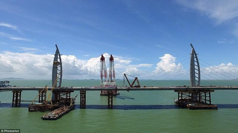Момент соединения двух частей моста гонконг, длина, китай, море, мост, путь, рекорд, строительство