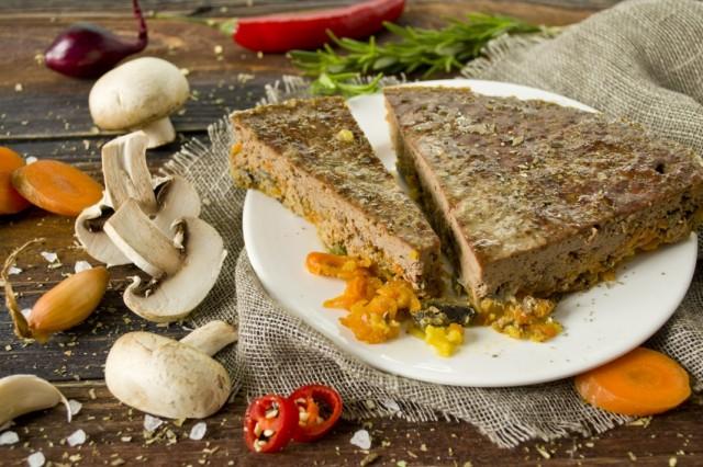 Паштет из говяжьей печени с грибами и овощами в духовке