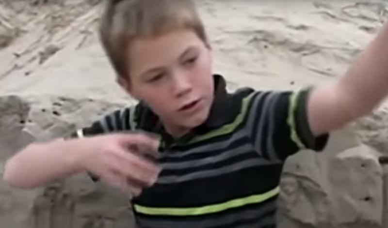Мальчик спас пятилетнюю девочку, заживо похороненную в песке