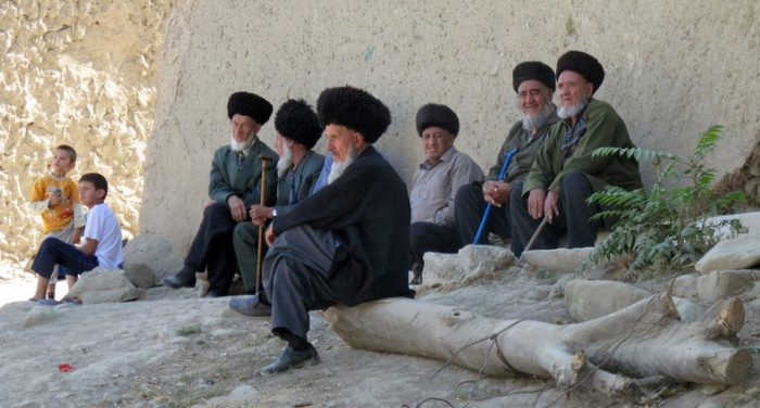 Старейшины в горных поселениях до сих пор вызывают трепет и огромное уважение. /Фото:Flickr/Peretz Partensky