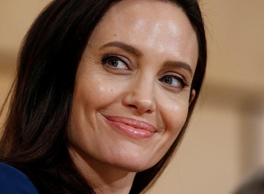 С прибавлением: Анджелина Джоли станет мамой в седьмой раз
