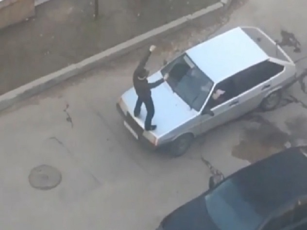 Полиция Пятигорска проверит видео с танцами на капоте автомобиля