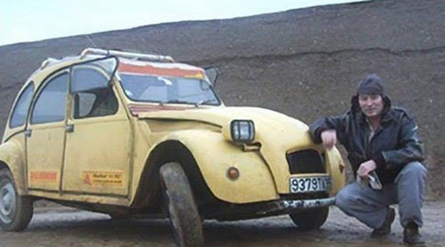 Машина этого парня сломалась посреди пустыни. Только посмотрите, что он соорудил всего за 12 дней!